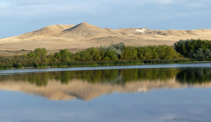 Bruneau Dunes and lake Idaho