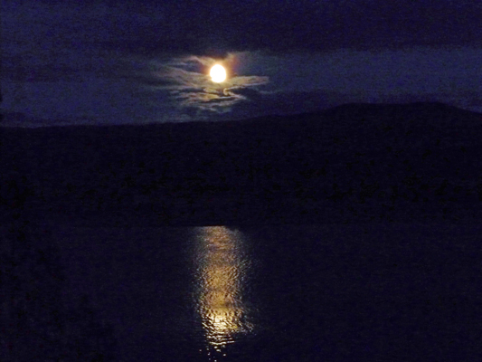 Moon rise over Prineville Reservoir