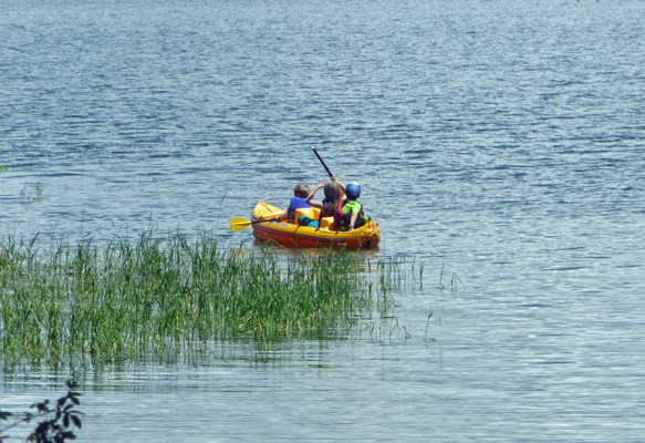 There were kids out in a rubber ducky (cheap rubber kayak) going in circles as kids are wont to do.